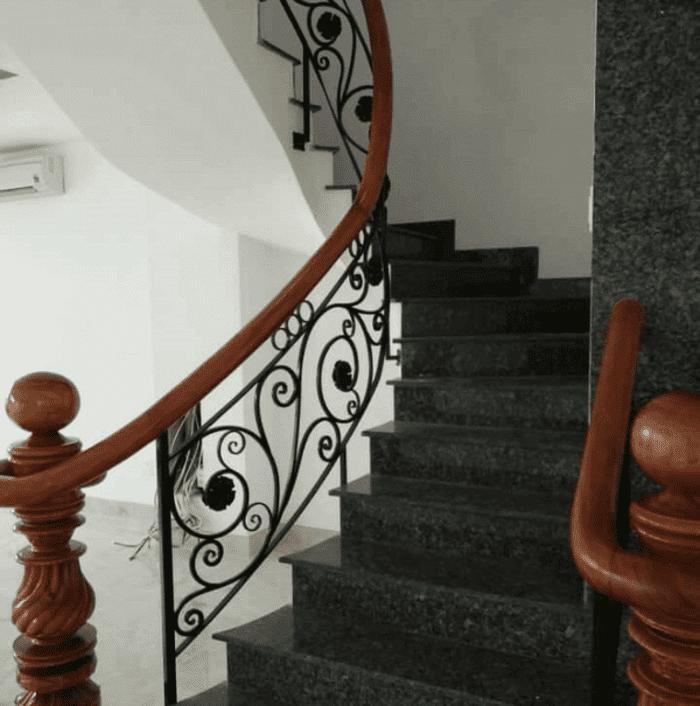 Cầu thang sắt mỹ thuật đẹp.