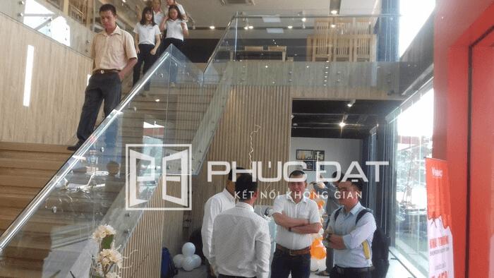 Cầu thang kính lắp đặt tại Gò Vấp, TpHCM.