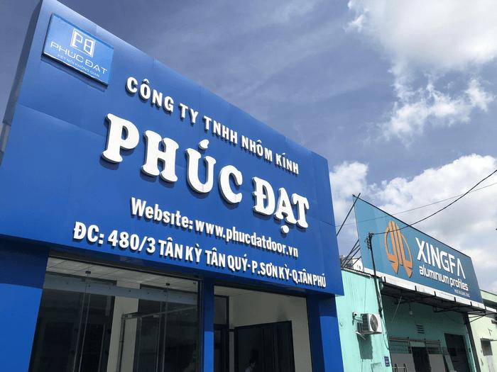 Showroom kính cường lực Sài Gòn của Phúc Đạt Door tại Quận Tân Phú, TPHCM.