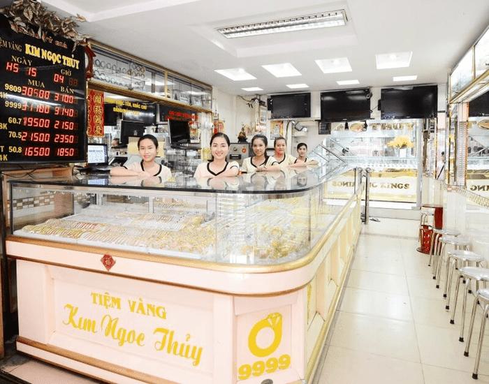 Mẫu tủ đựng trang sức vàng bạc tiệm vàng Kim Ngọc Thủy.