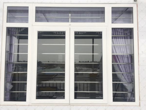 Mẫu khung bảo vệ cửa sổ sắt làm bằng khung inox.