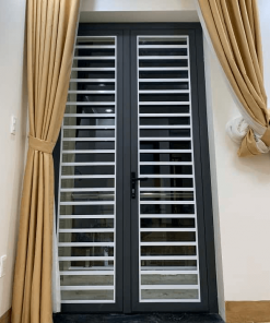 Mẫu cửa nhôm Xingfa có khung bảo vệ an toàn chống trộm đẹp 2021