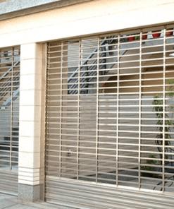 Cửa cuốn lưới là sản phẩm có tính an toàn thấp, chỉ nên lắp đặt ở những không gian phù hợp, không yêu cầu tính an ninh, an toàn cao.