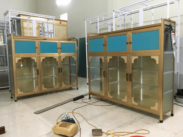 Các mẫu tủ nhôm kính lắp đặt tại xưởng.