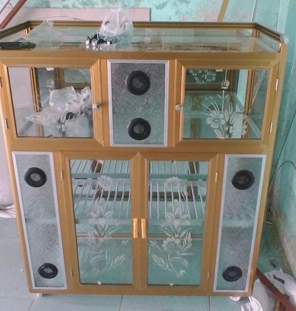 Tủ chén bát nhôm kính không giữ ẩm, không mối mọt nên ngày càng được sử dụng nhiều.