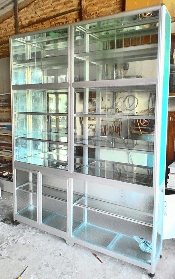 Mẫu tủ nhôm kính đẹp làm sáng không gian bếp ăn nhà bạn.