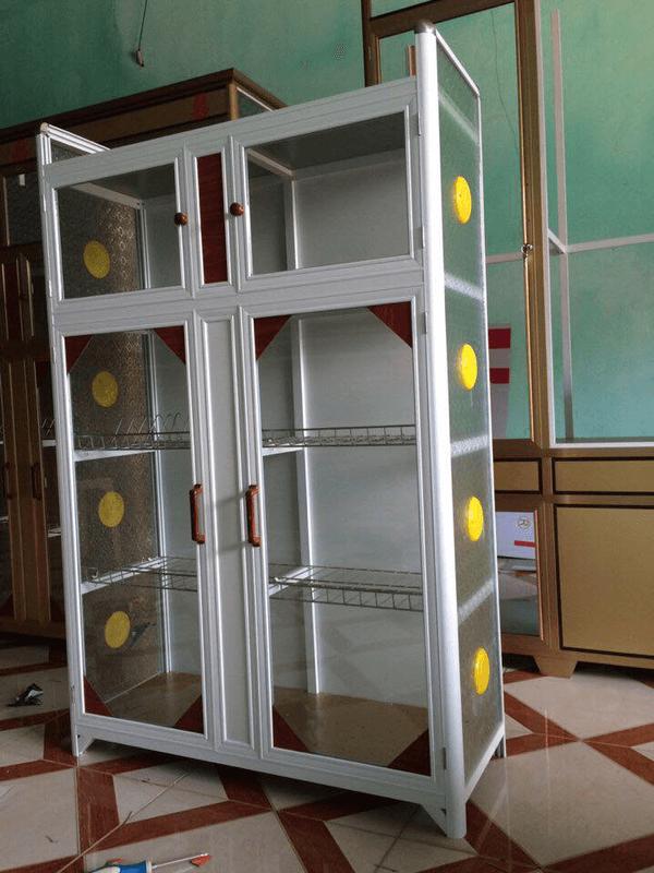 Mẫu tủ nhôm kính đựng chén bát đẹp được nhiều khách hàng chọn mua tại Phúc Đạt.