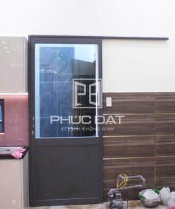 Mẫu cửa nhôm 1 cánh lùa đẹp thích hợp làm cửa lùa nhôm phòng ngủ.