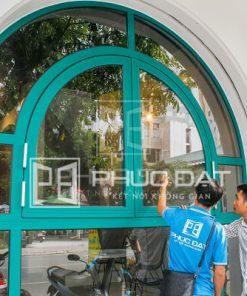 Cửa đẹp thi công lắp đặt bởi đội ngũ Phúc Đạt Door với giá tốt.