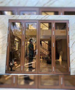Mẫu cửa nhôm Xingfa vân gỗ thay thế hoàn hảo cho cửa gỗ 4 cánh có kính.