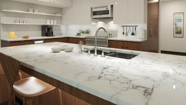 Mẫu đá ốp bếp màu trắng đẹp.