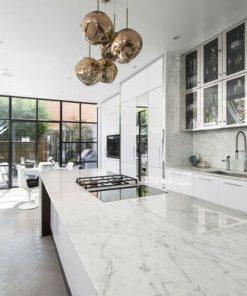 Đá ốp bếp trước tiên phải phù hợp với nội thất, sau đó là bền, đẹp, dễ dàng vệ sinh.