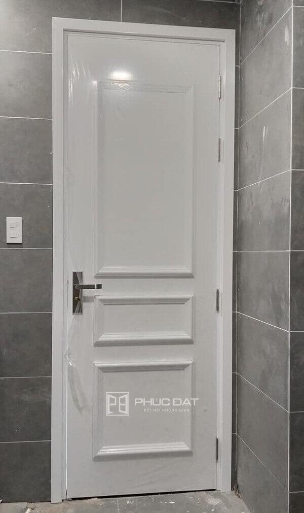 Mẫu cửa nhựa Composite cao cấp lắp đặt cho cửa nhà tắm.