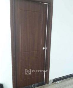 Mẫu cửa nhựa phòng ngủ giả gỗ đẹp.
