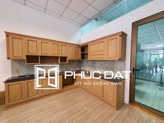Mẫu tủ bếp nhôm kính vân gỗ đẹp - Loại tủ bếp hợp kim vân gỗ sồi.