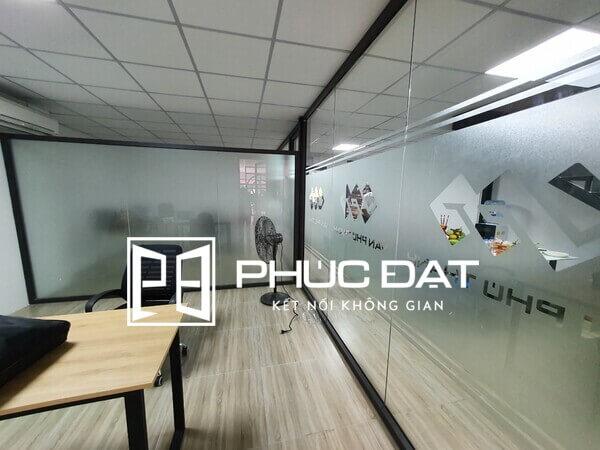 Công trình showroom sử dụng vách khung nhôm giá tốt thi công bởi Phúc Đạt.