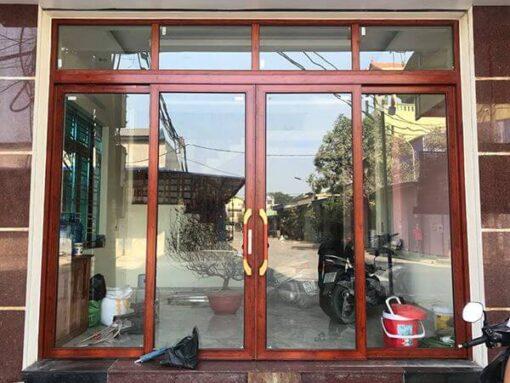 Mẫu cửa nhôm kính giả gỗ nhôm Zhongkai trượt quay.