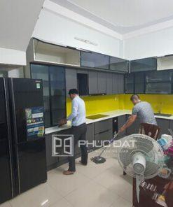 Mẫu tủ bếp đẹp hình chữ L nhôm hợp kim cao cấp.