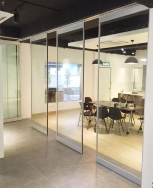 Sản phẩm lắp đặt đem lại sự hiện đại tiện lợi cho không gian văn phòng.