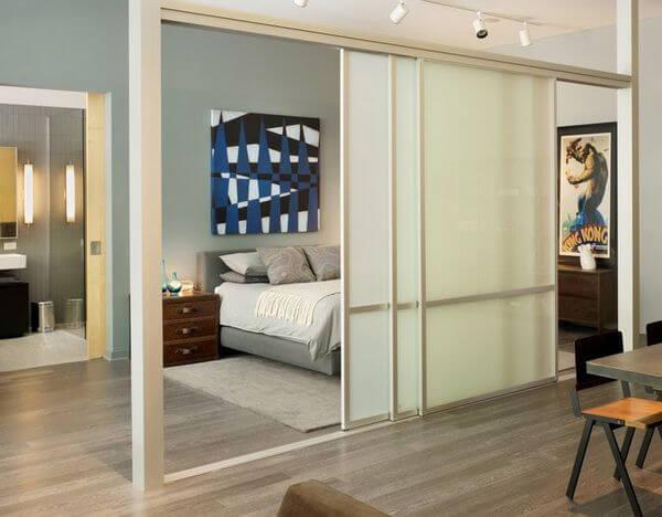Vách ngăn nhôm kính cho phòng ngủ dạng vách lùa.