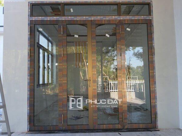 Cửa nhôm Namsung 4 cánh cửa chính.