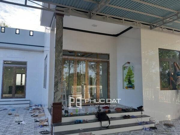 Sản phẩm chuẩn kích thước cửa chính 4 cánh bằng nhôm kính lắp đặt bởi Phúc Đạt.