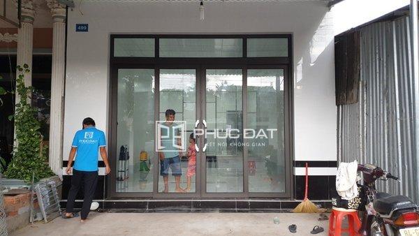 Mẫu cửa 4 cánh trượt quay đẹp Phúc Đạt lắp đặt tại Trà Vinh.