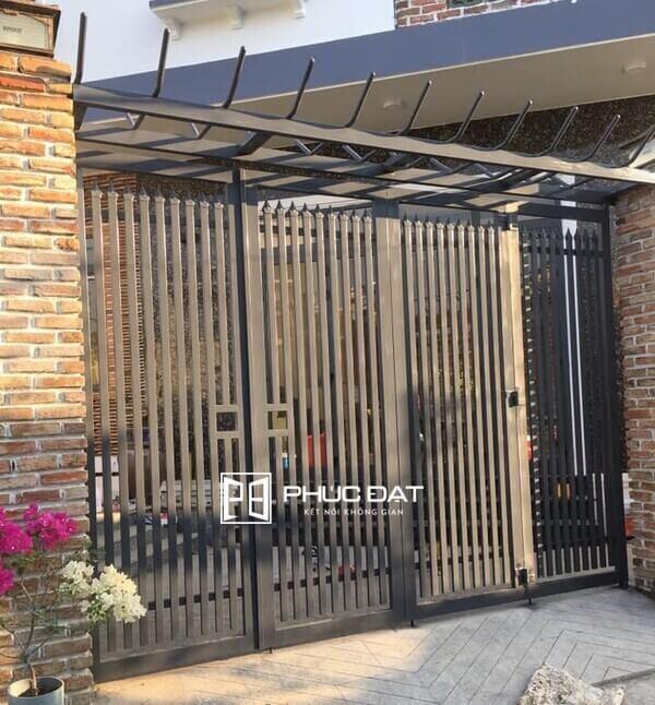 Mẫu cửa cổng sắt 4 cánh sơn tĩnh điện đẹp.