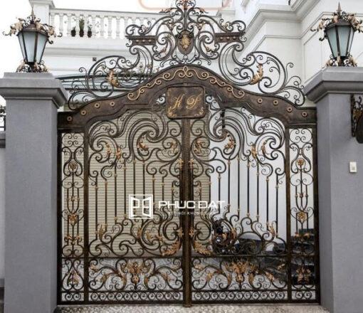 Cổng nhà biệt thự đẹp sắt mỹ thuật.