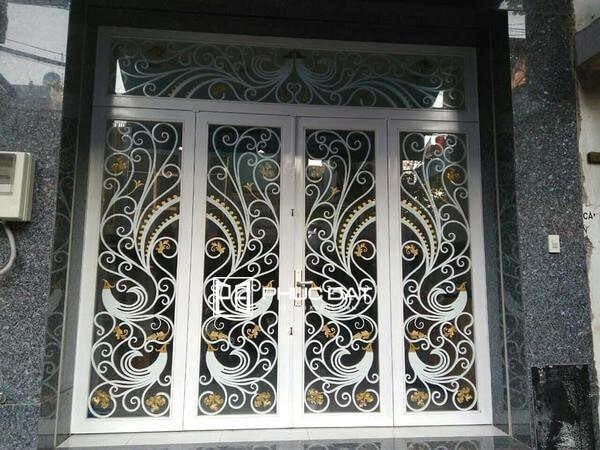 Cửa sắt nghệ thuật 4 cánh cho cửa chính.