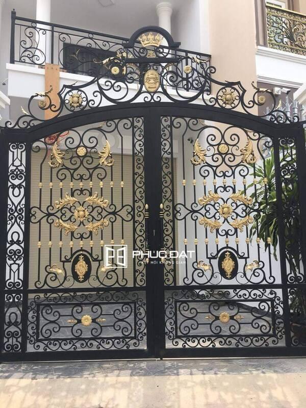 Dịch vụ lắp đặt báo giá cửa cổng sắt mỹ thuật giá tốt Phúc Đạt Door.