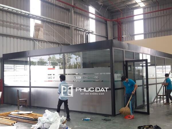 Công trình vách kính cố định khung nhôm Xingfa lắp đặt văn phòng Cadivi.