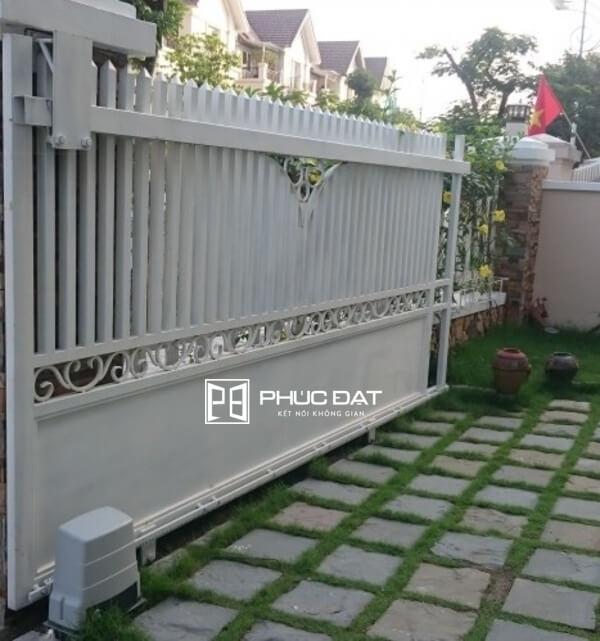Mẫu cổng rào đẹp bằng sắt trượt lùa.
