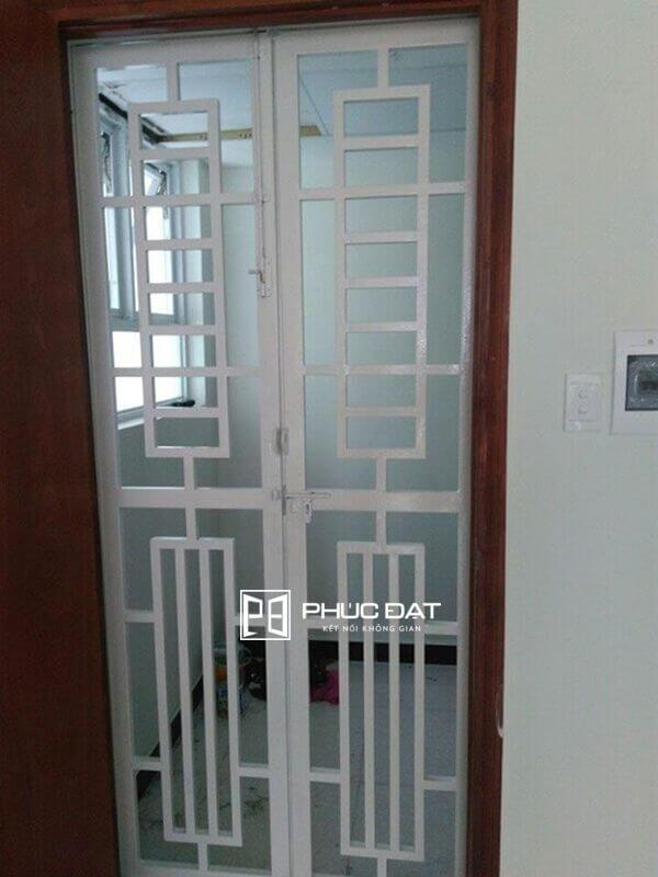 Cửa sắt hộp sơn tĩnh điện 1 cánh nhà chung cư.