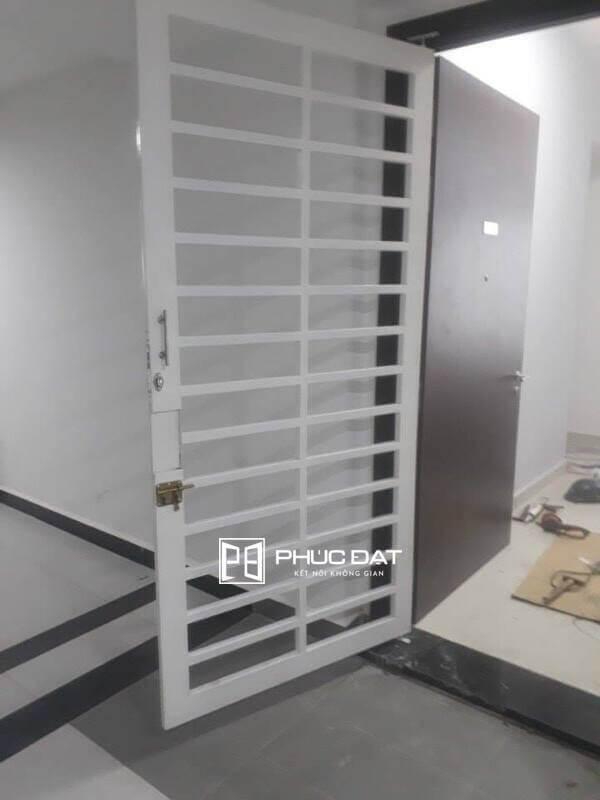 Mẫu cửa sắt bảo vệ nhà chung cư.