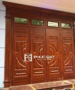 Cửa sắt mạ kẽm dạng cửa sơn giả gỗ.