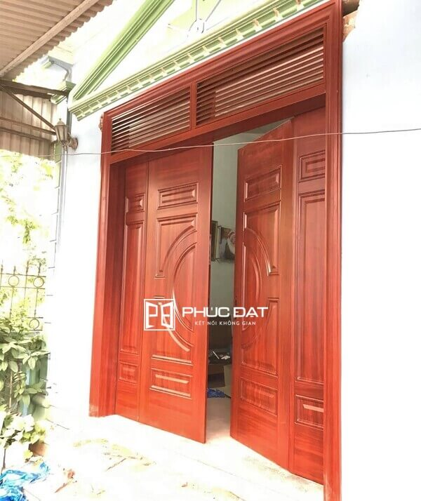 Màu sơn cửa sắt 4 cánh giả gỗ.
