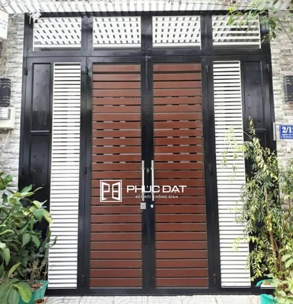 Mẫu cửa sắt nhà đẹp thi công hoàn thiện bởi Phúc Đạt.
