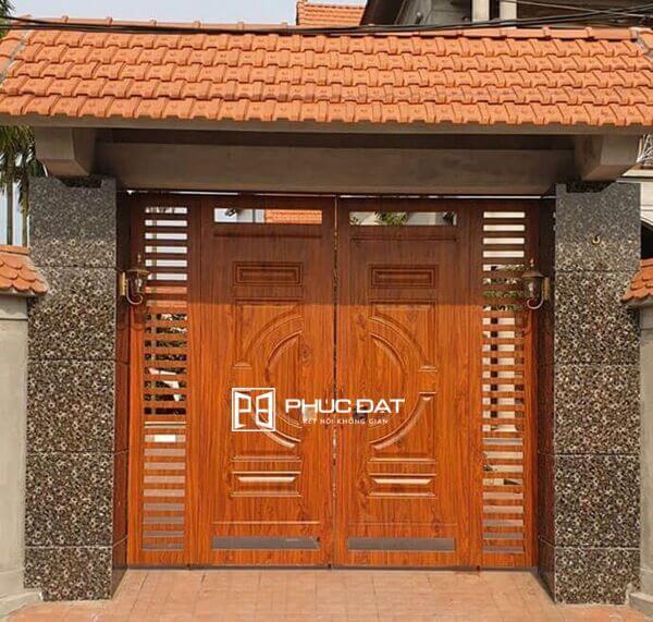 Cổng sơn giả gỗ với thiết kế mái cổng sắt đẹp.