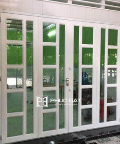 Cửa sắt kính cường lực chia ô lắp đặt cho cửa chính là loại cửa sắt chống trộm hiệu quả.