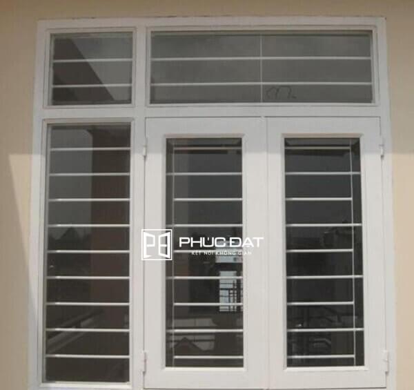 Khung cửa sổ bằng sắt hộp là dạng lắp đặt khung cửa sắt đẹp phổ biến với giá tốt hiện nay.