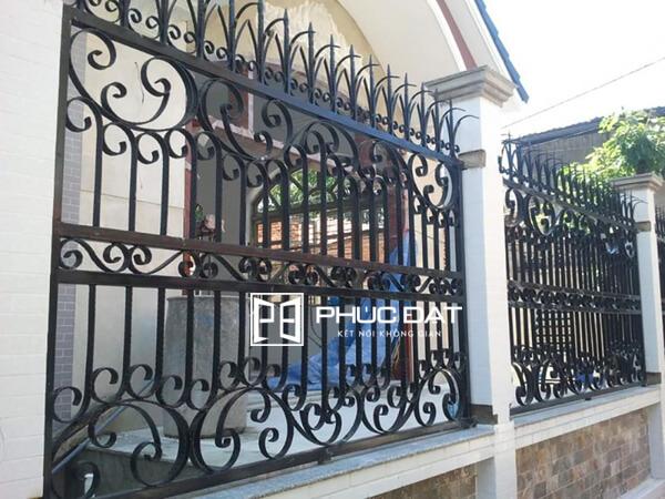 Mẫu hàng rào sắt chống trộm hiệu quả thiết kế đơn giản.