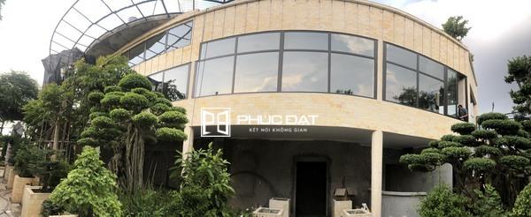 Công trình vách cố định & cửa Xingfa màu ghi lắp đặt tại Hà Nội.