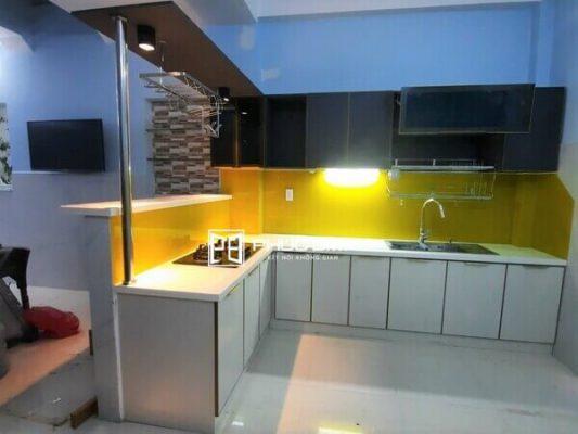 Mẫu quầy bar mini chung cư đẹp với thiết kế sang trọng bằng vật liệu nhôm kính.